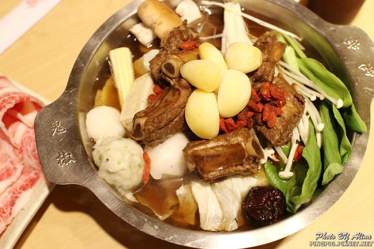 【食記】新北江子翠 鬼椒一番鍋 板橋店  肉骨茶小排鍋 免飛新加坡就能吃到! @Alina 愛琳娜 嗑美食瘋旅遊
