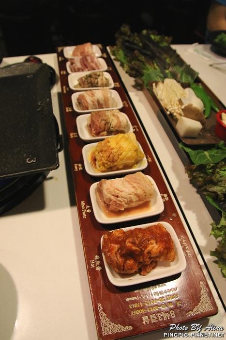 【首爾自由行】240新村八色烤肉팔색삼겹살 韓國必吃!!!一次滿足八種口味享受的豬五花烤肉大餐 @Alina 愛琳娜 嗑美食瘋旅遊
