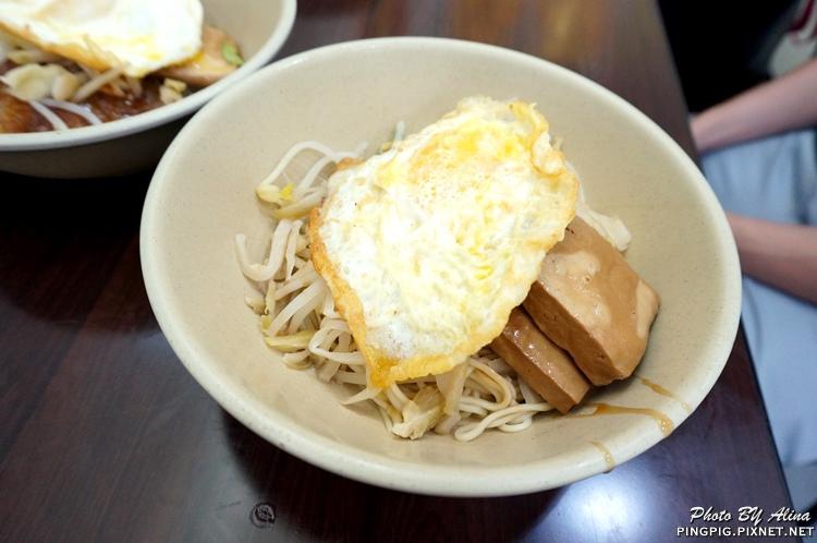 【食記】台北內湖 阿伯蛋包麵 東湖店 傳統古早味小吃 嘴邊肉 甜不辣 小菜都出色 @Alina 愛琳娜 嗑美食瘋旅遊