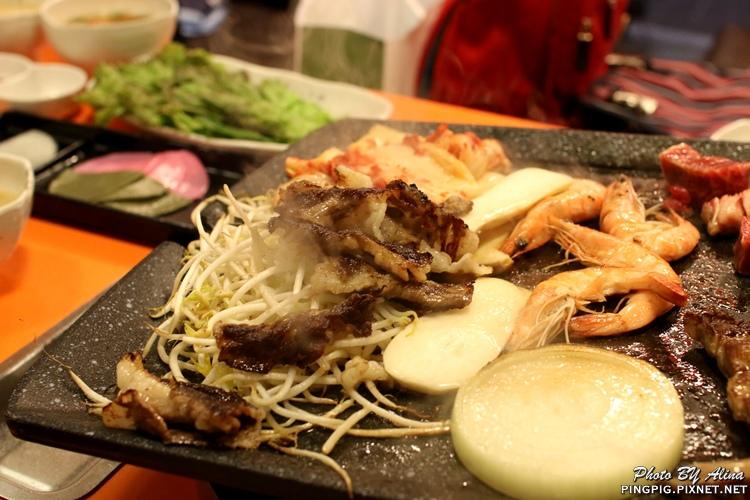 【韓國首爾自由行】明洞424 肉統領육통령 黑豬肉韓牛烤肉與年糕結合的高價位韓式烤肉 @Alina 愛琳娜 嗑美食瘋旅遊