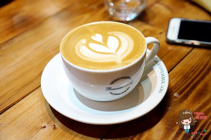 【食記】台北小巨蛋 Remember Me記得我 Cafe 工業文青風咖啡廳 藍莓鬆餅香酥好吃 @Alina 愛琳娜 嗑美食瘋旅遊