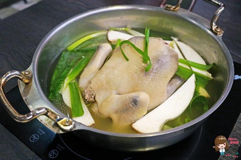 【食記】台北東區 孔陵一隻雞 台灣店 雞湯湯頭對味 海苔雞蛋粥必點 用餐限時90分鐘 @Alina 愛琳娜 嗑美食瘋旅遊