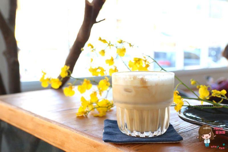 【食記】花蓮市 浮室 soave plan 極簡白復古文青咖啡館 感受優雅舒適的午後微光 @Alina 愛琳娜 嗑美食瘋旅遊