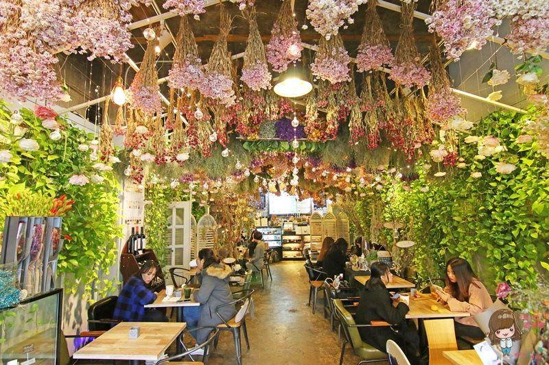 【首爾下午茶】221驛三站 ARRIATE Cafe 아리아떼 江南花草咖啡館 滿滿乾燥花夢幻芬芳
