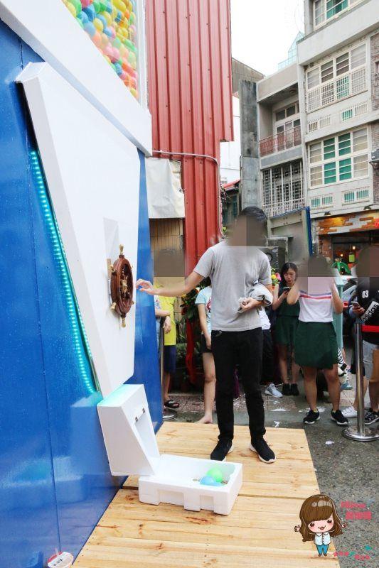 【台南景點】Gacha Box 台南巨型扭蛋機 貨櫃市集 日式食器餐盤 餐桌上的鹿早