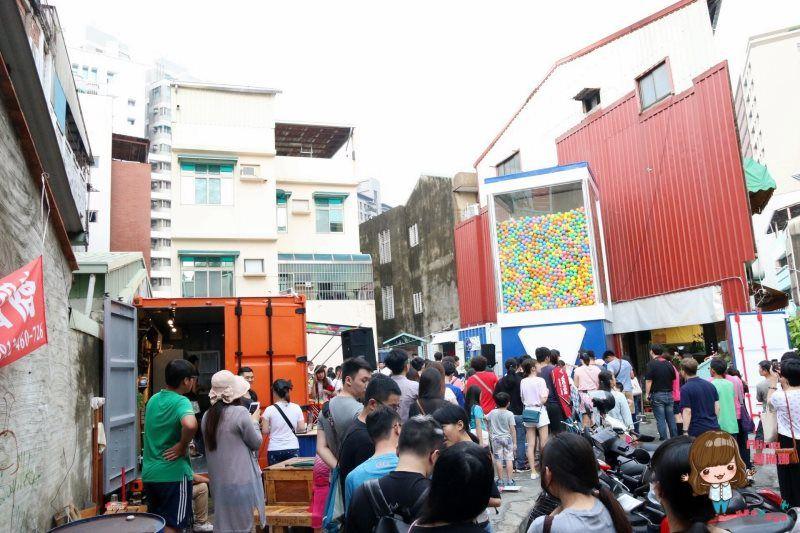 台南巨型扭蛋機