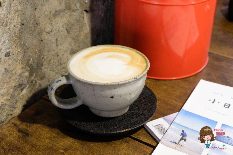 【食記】台北忠孝新生 卡那達咖啡店 輕工業韓風咖啡館 低調的舒服感