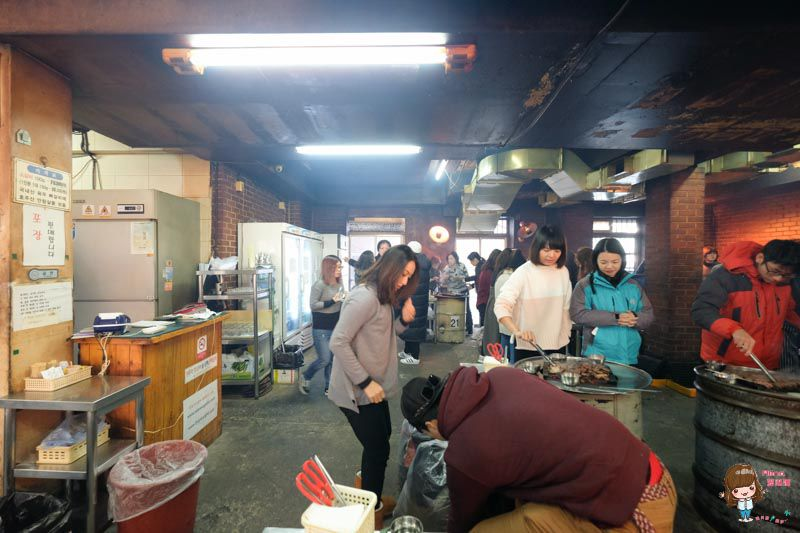 首爾必吃美食 新村 站著吃烤肉 站著吃烤韓牛 韓國平價美食 便宜又好吃