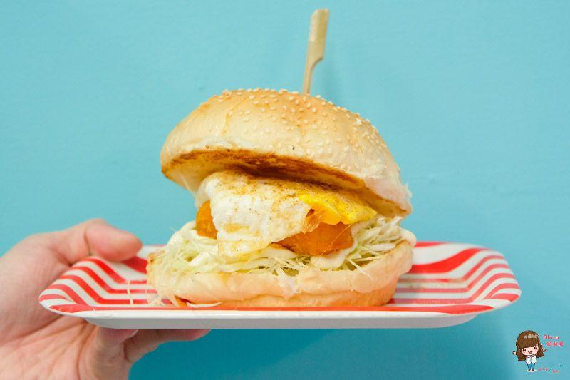 【食記】台北中山 走拉號竹碳吐司早午餐 黑咪嘛!!!竟然是黑色的竹炭土司三明治?!