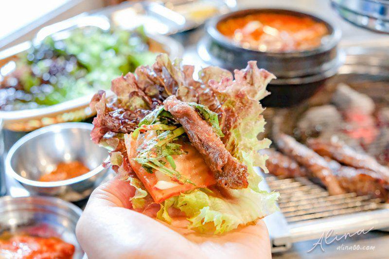 【首爾美食】弘大新村 鐵路王排骨 烤肉店-1個人也能輕鬆吃,連韓星都愛! @Alina 愛琳娜 嗑美食瘋旅遊