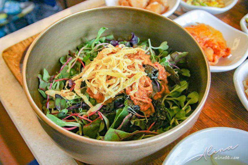 【首爾美食】弘大 吃野菜的熊 車熊家-韓式拌飯健康好吃! @Alina 愛琳娜 嗑美食瘋旅遊