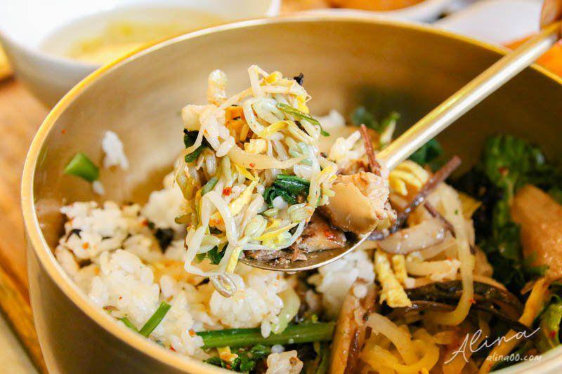 吃野菜的熊蔬菜拌飯