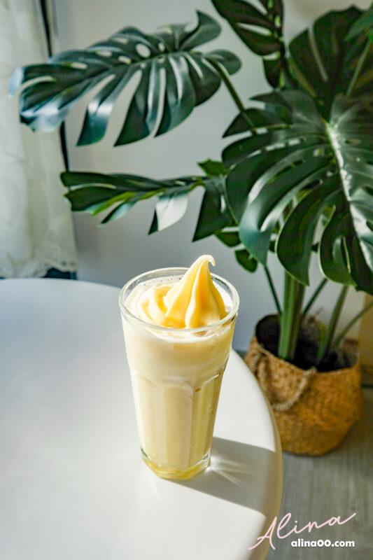 香蕉牛奶冰淇淋奶昔