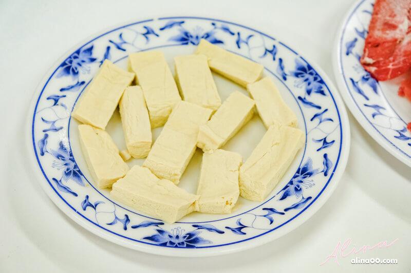 台電勵進餐廳酸菜白肉鍋