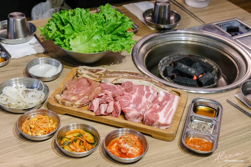 【食記】台北東區-台韓民國-牛豬烤肉拼盤+新菜推薦:韓式豬血腸 @Alina 愛琳娜 嗑美食瘋旅遊