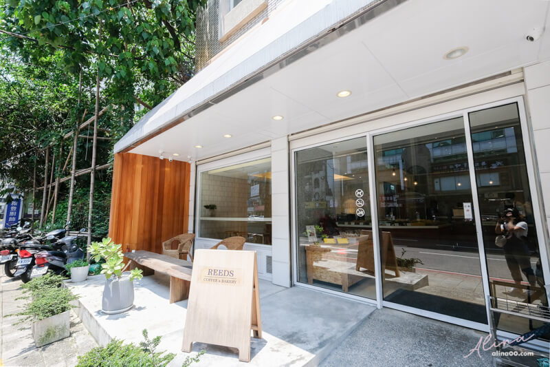 Reeds Coffee & Bakery