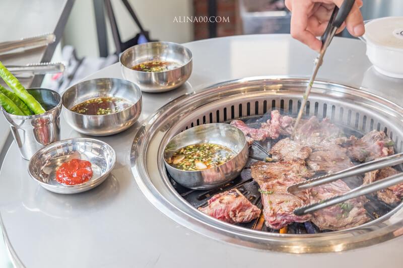 【食記】台北信義-新村站著吃烤肉 台北店|訂位免排隊,正宗鐵桶韓國烤肉 @Alina 愛琳娜 嗑美食瘋旅遊