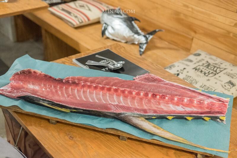 巨大!本まるごと鮪の中落ち 大塊帶骨中落金槍魚