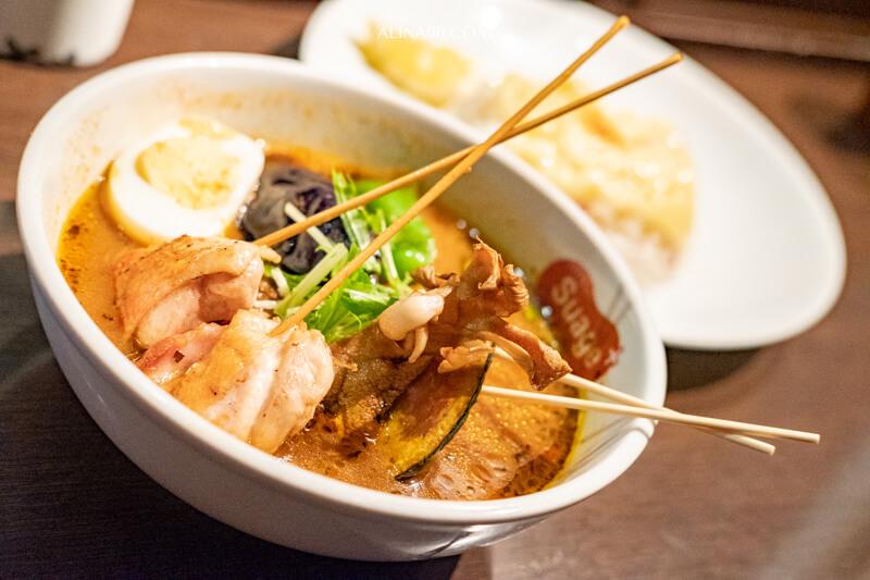 【北海道美食】札幌 湯咖哩Suage+ 招牌知床雞肉咖哩好吃! @Alina 愛琳娜 嗑美食瘋旅遊