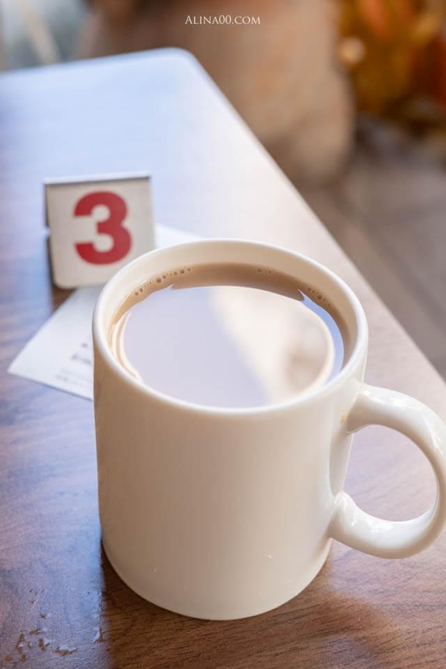 日月潭鮮奶紅茶