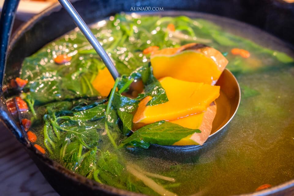 月盧梅子雞野菜湯