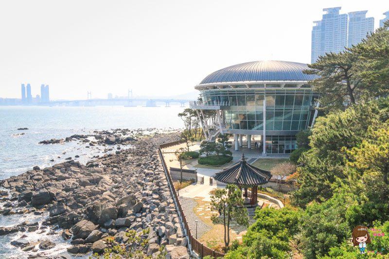 【釜山景點】冬柏公園 APEC世峰樓 國際化現代玻璃屋結合韓國文化 @Alina 愛琳娜 嗑美食瘋旅遊
